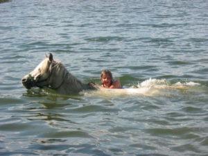 pławienie Poki w Jeziorze Wielkim Cekcyńskim obóz Qń lato 2006